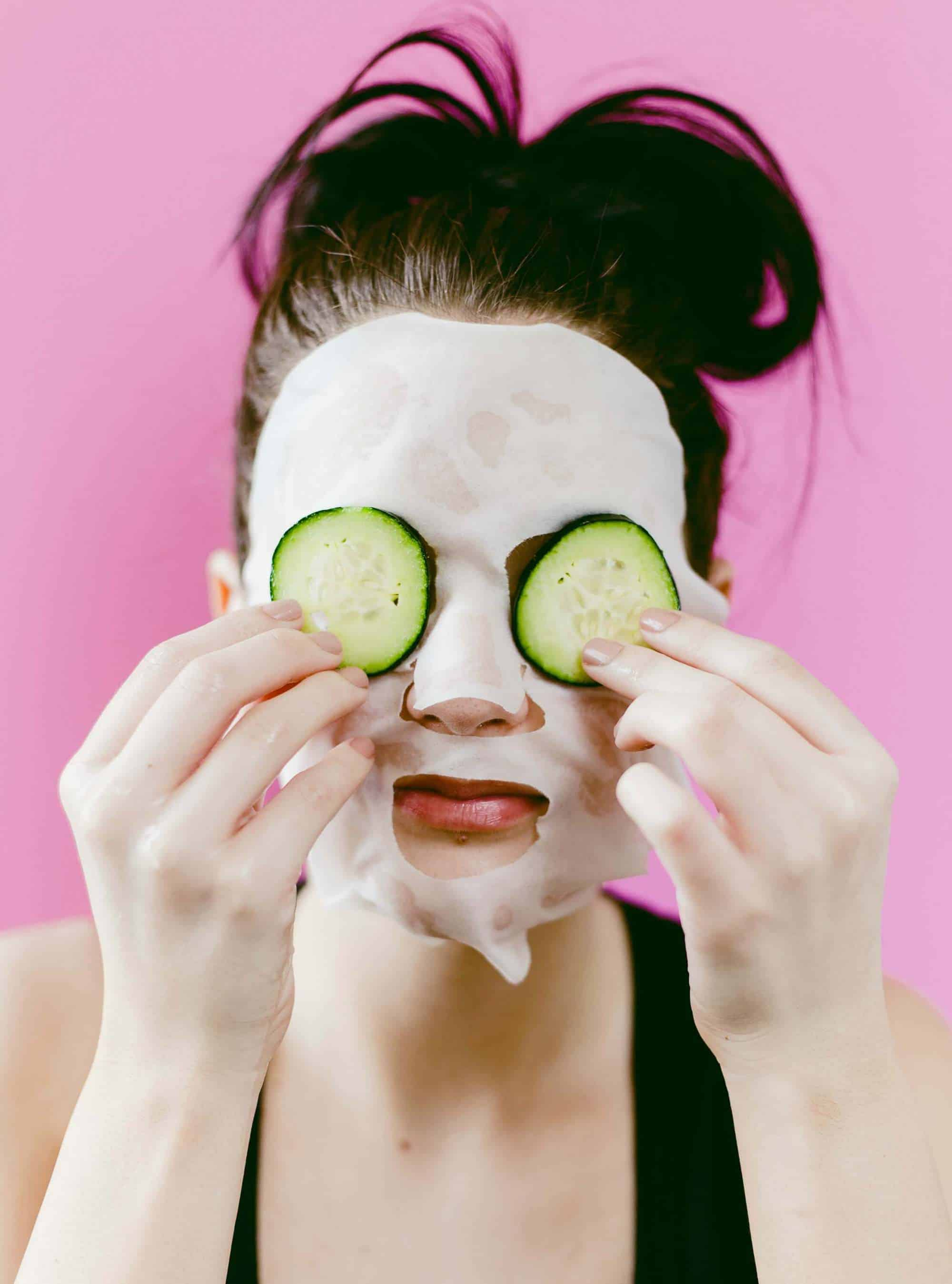 DIY Hydrating Sheet Mask- click through for the full tutorial!