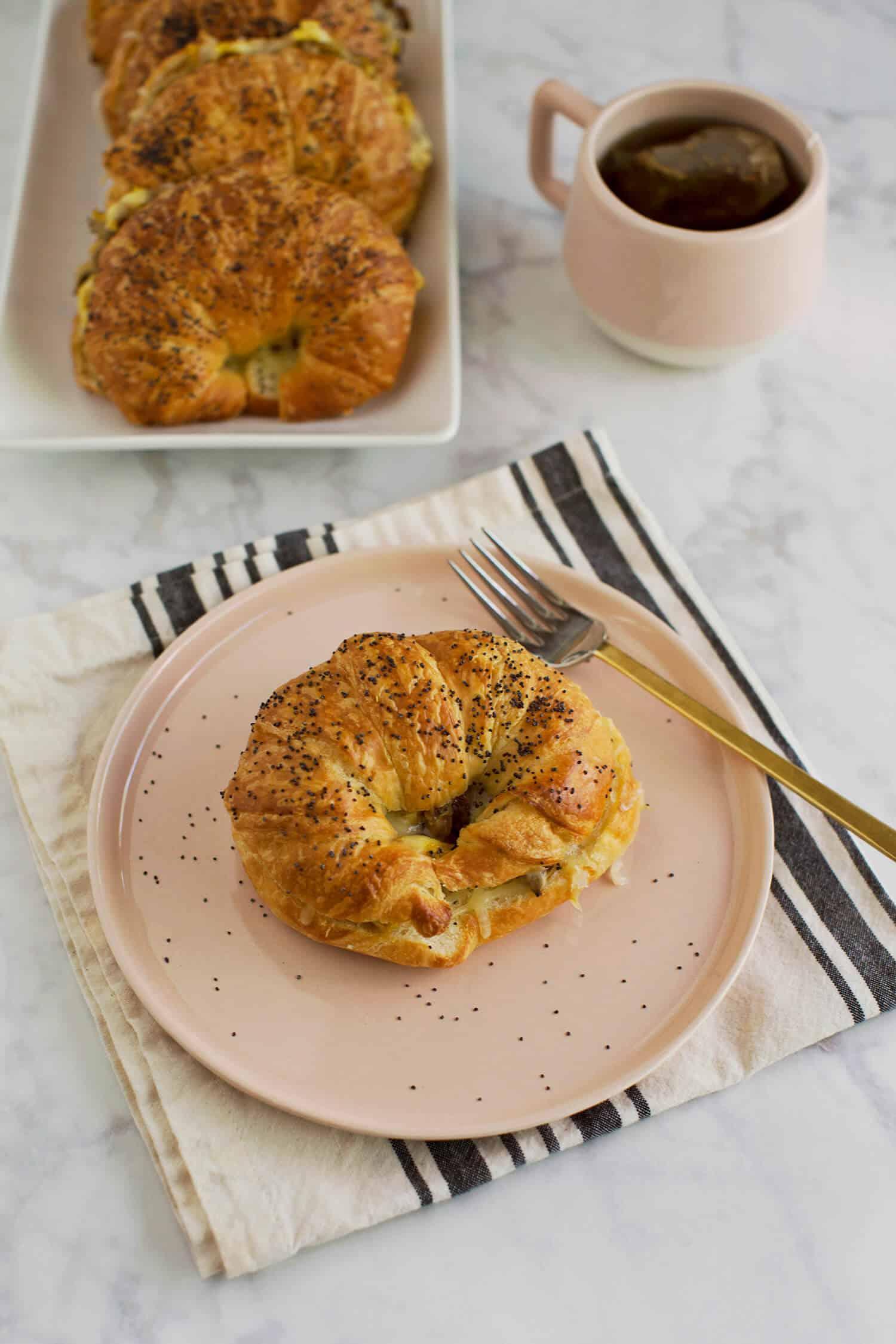 Karamellisierte Zwiebel-Frühstücks-Sandwiches