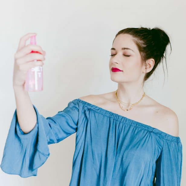 DIY Makeup Setting Spray- click through for the full tutorial!