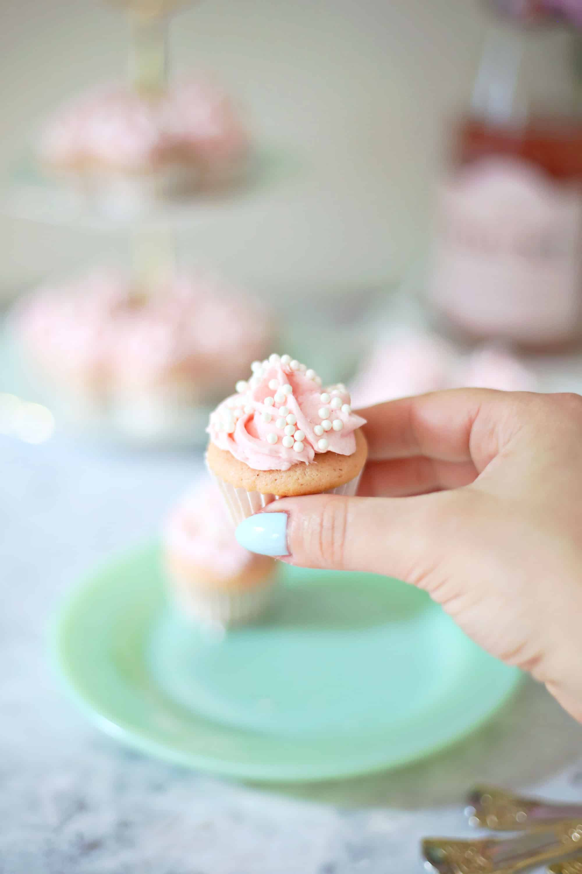 Ros 233 Champagne Mini Cupcakes A Beautiful Mess