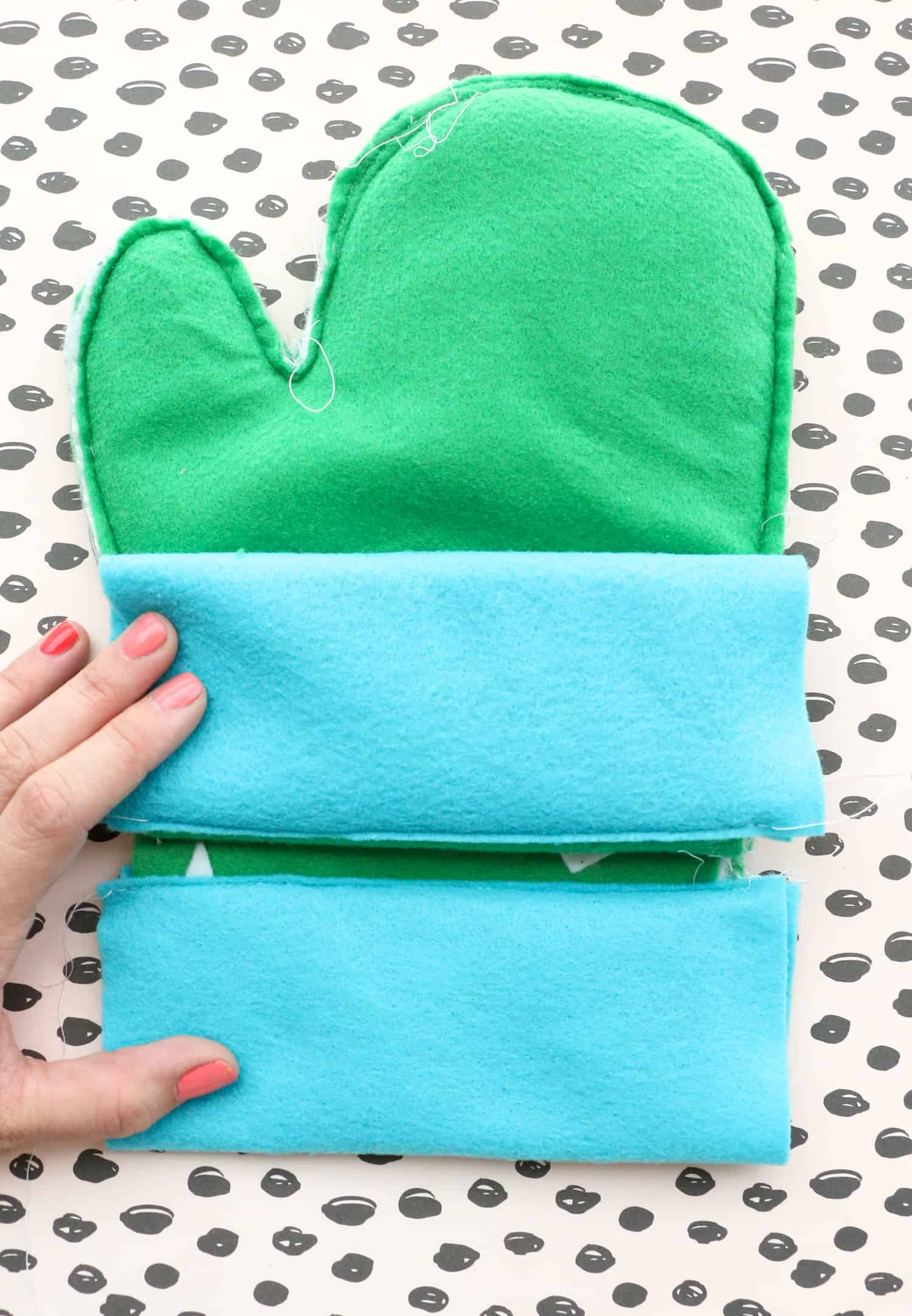 DIY-Cactus-Oven-Mitts-Click-Through-for-Tutorial-1