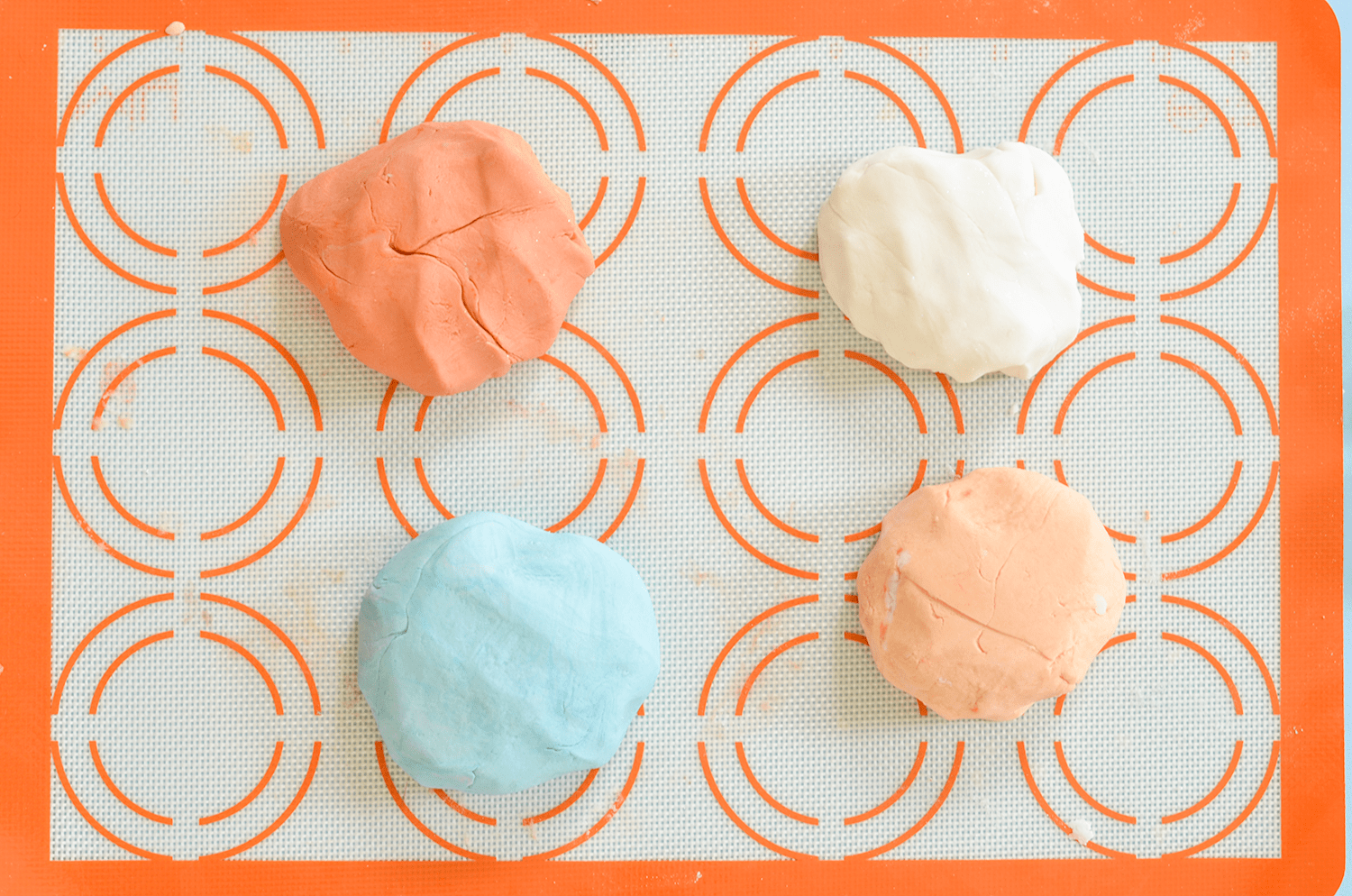 Make Your Own Bubble Bath Bars (click through for tutorial)