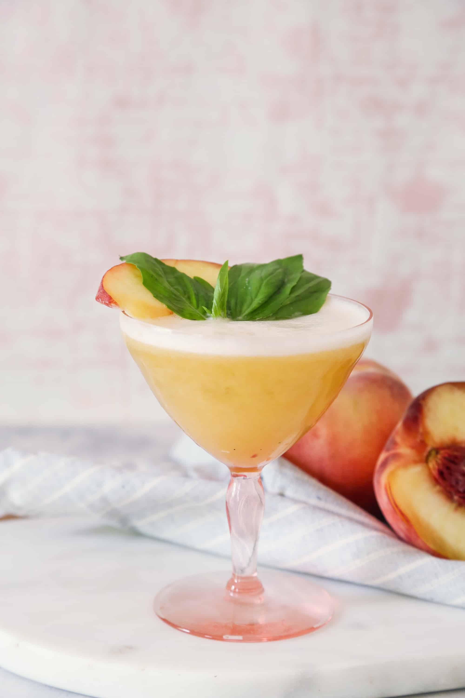 Pfirsich + Basilikum Whisky Sour