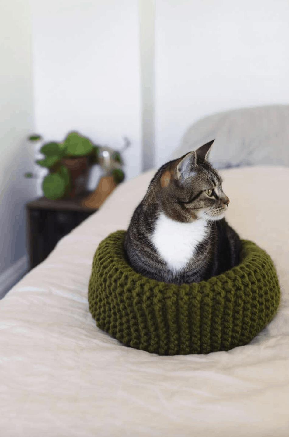Crochet Pet Cat Bed Free Pattern | Crochet cat bed, Diy crochet ... | 1434x950