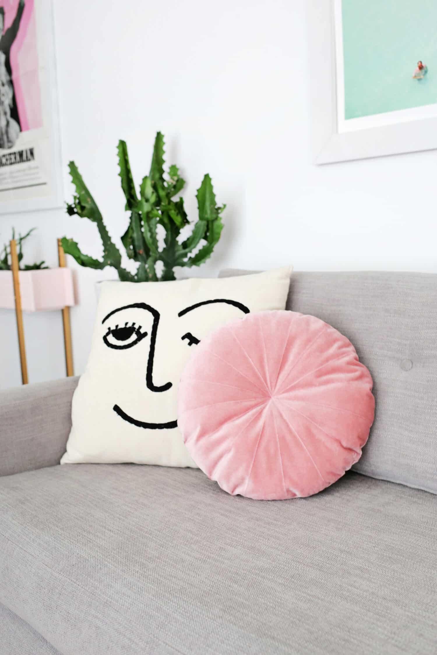 Round Velvet Pillow DIY – A Beautiful Mess - Photo Diy