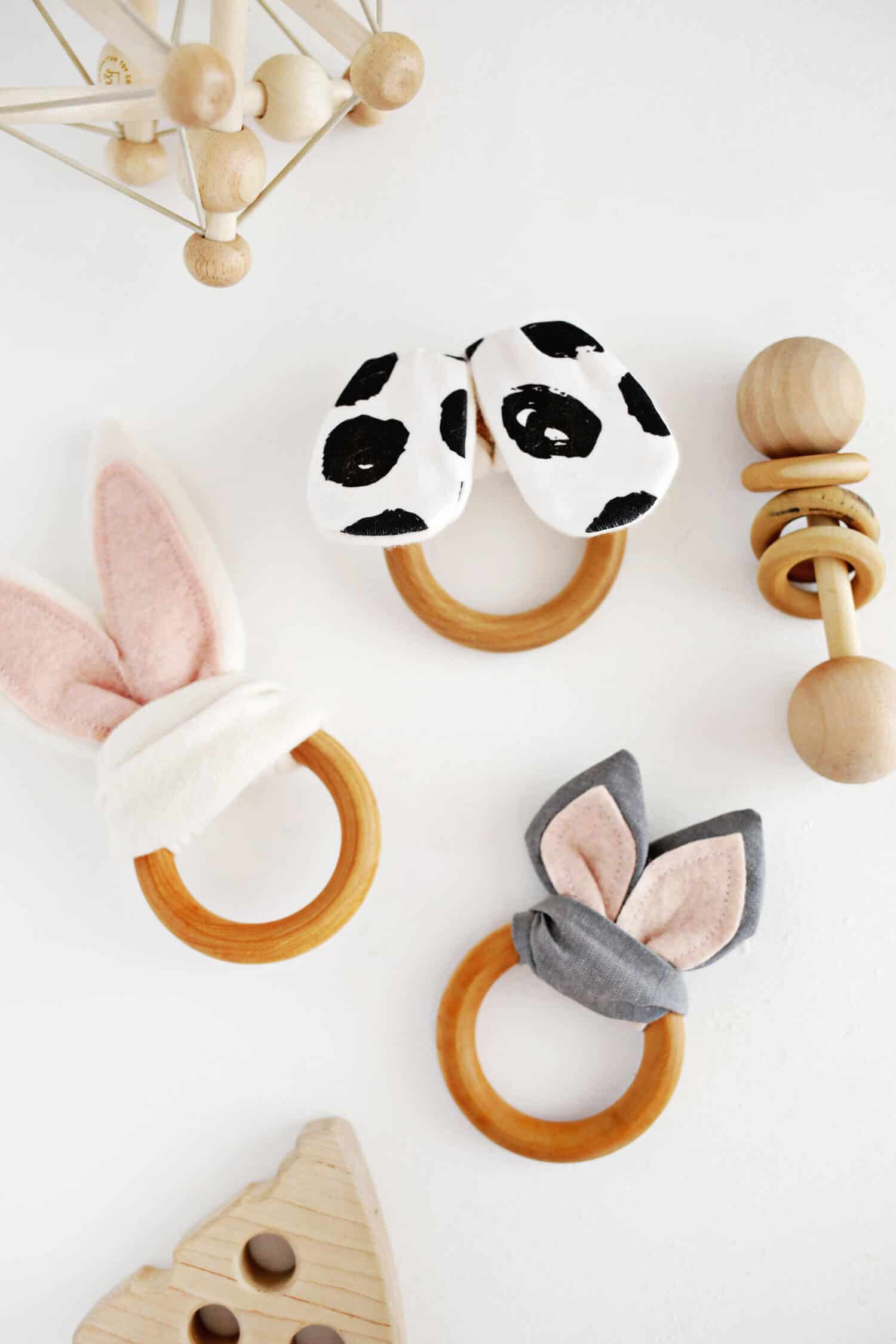 Eventail patterned teething ring