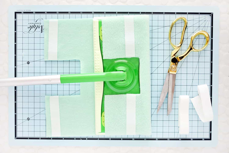 5 Minuten wiederverwendbare Swiffer Cover DIY (No-Sew!)
