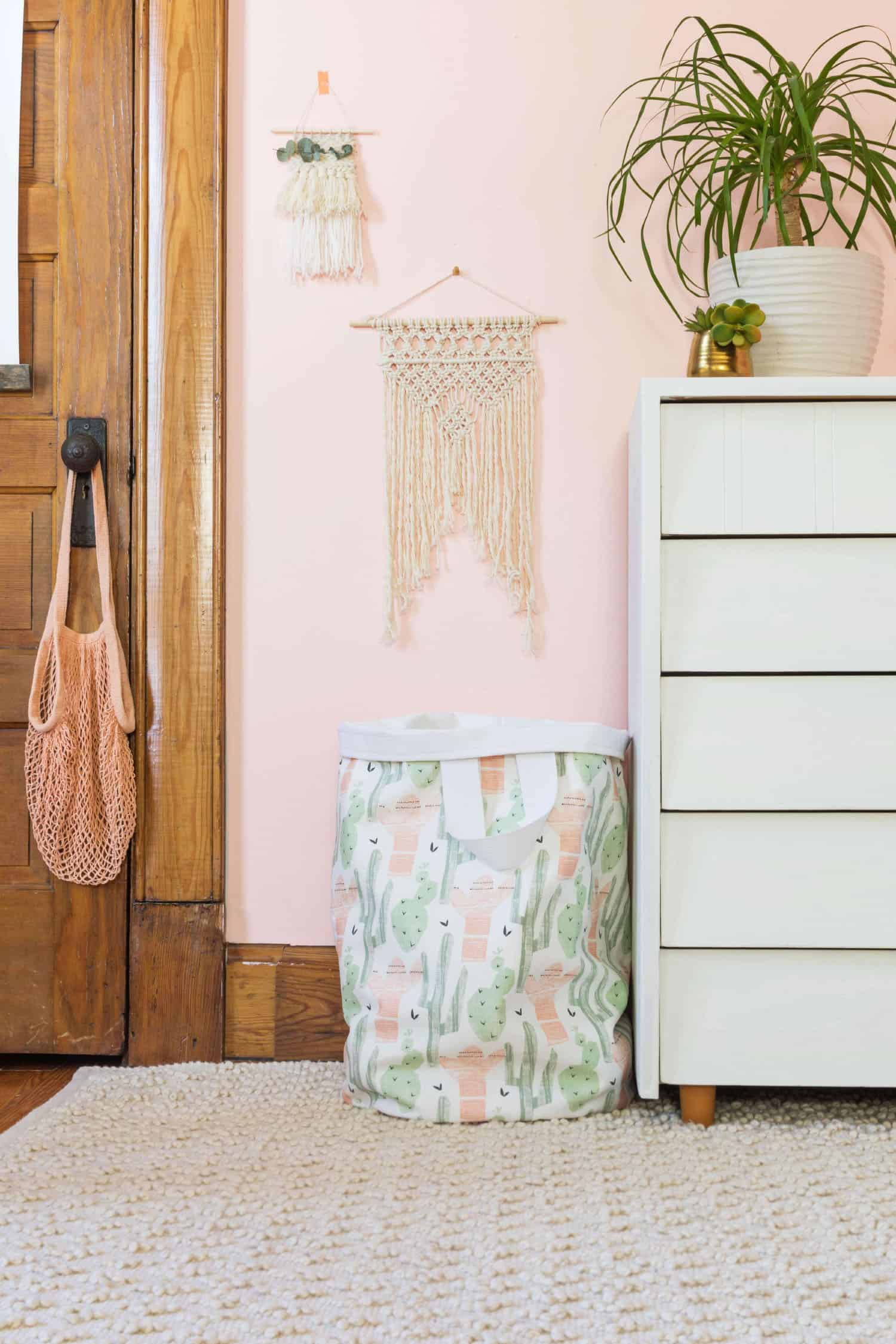 Sew your own fabric laundry basket a beautiful mess anything is cuter than dirty clothes strewn across the room but this canvas laundry bag is making my life much easier simply having a designated dirty solutioingenieria Image collections