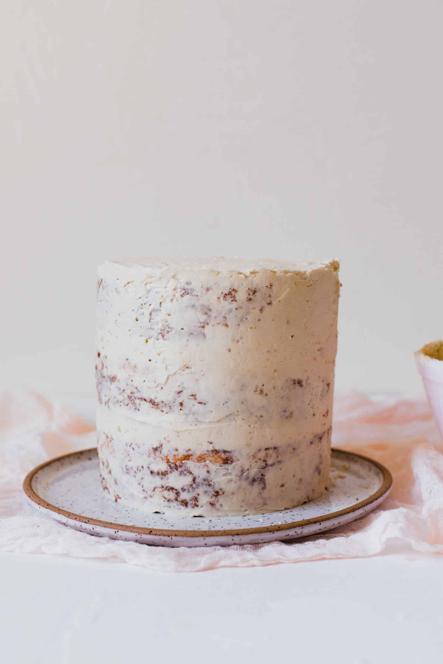 Tips For Frosting A Cake Without Crumbs