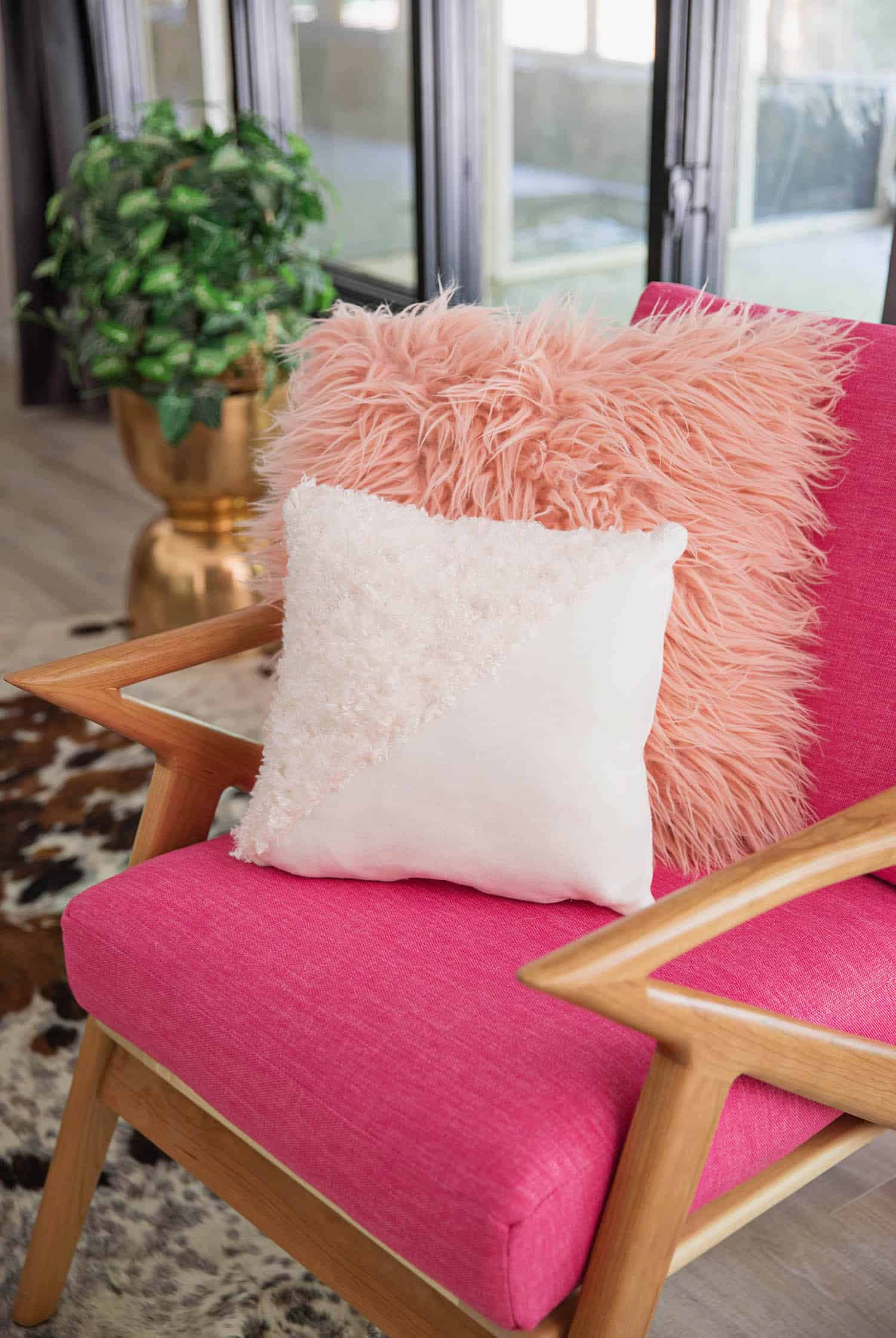 fool proof trick to sewing a throw pillow with a zipper from abeautifulness.com