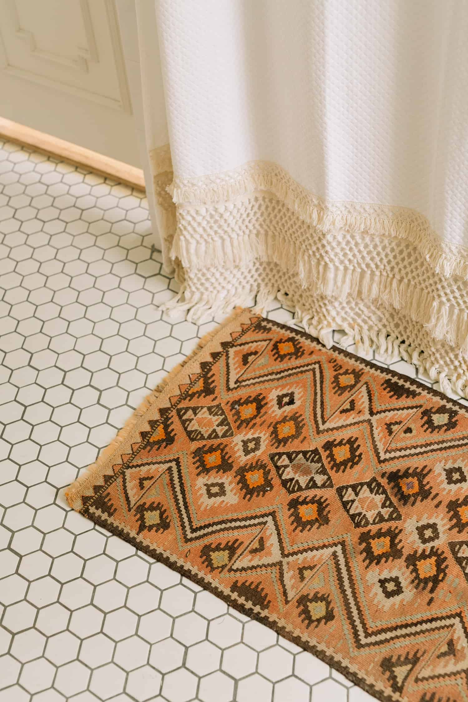 How To Shop For Vintage Rugs - A