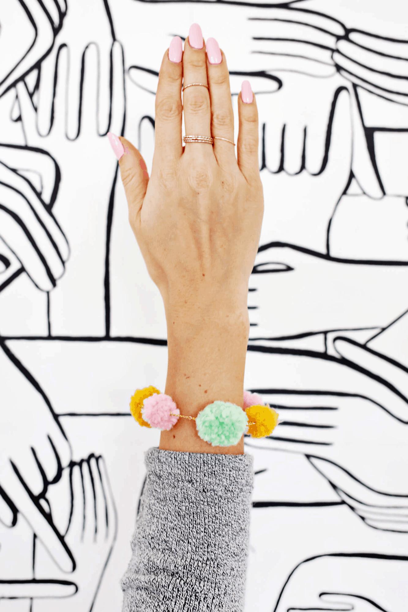 Pom Pom bracelet DIY 1