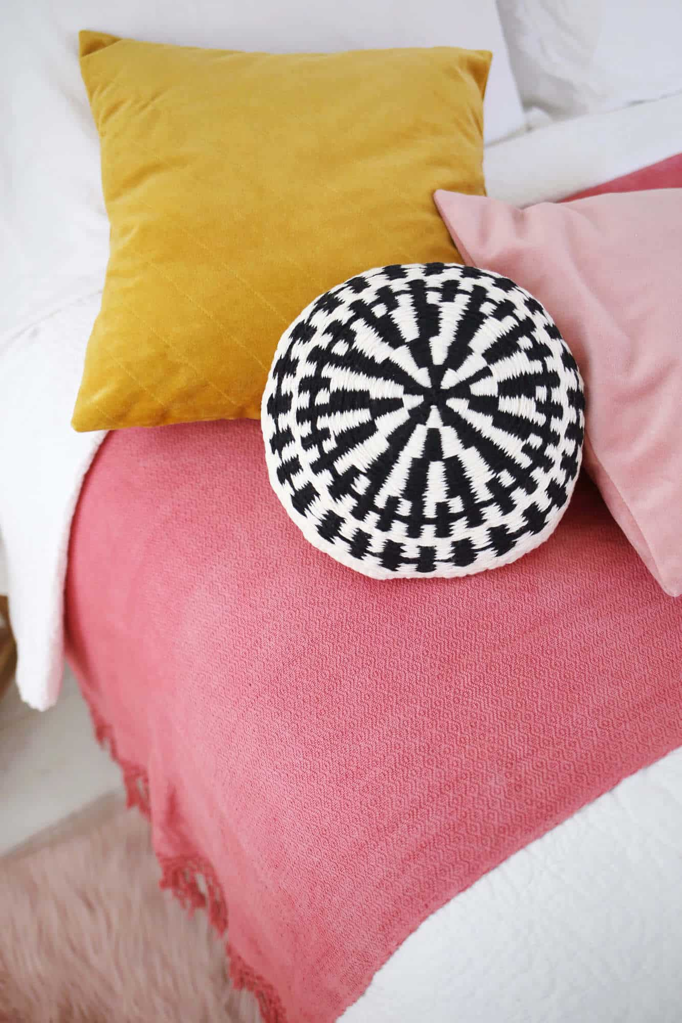 Round Woven Accent Pillow Diy A Beautiful Mess