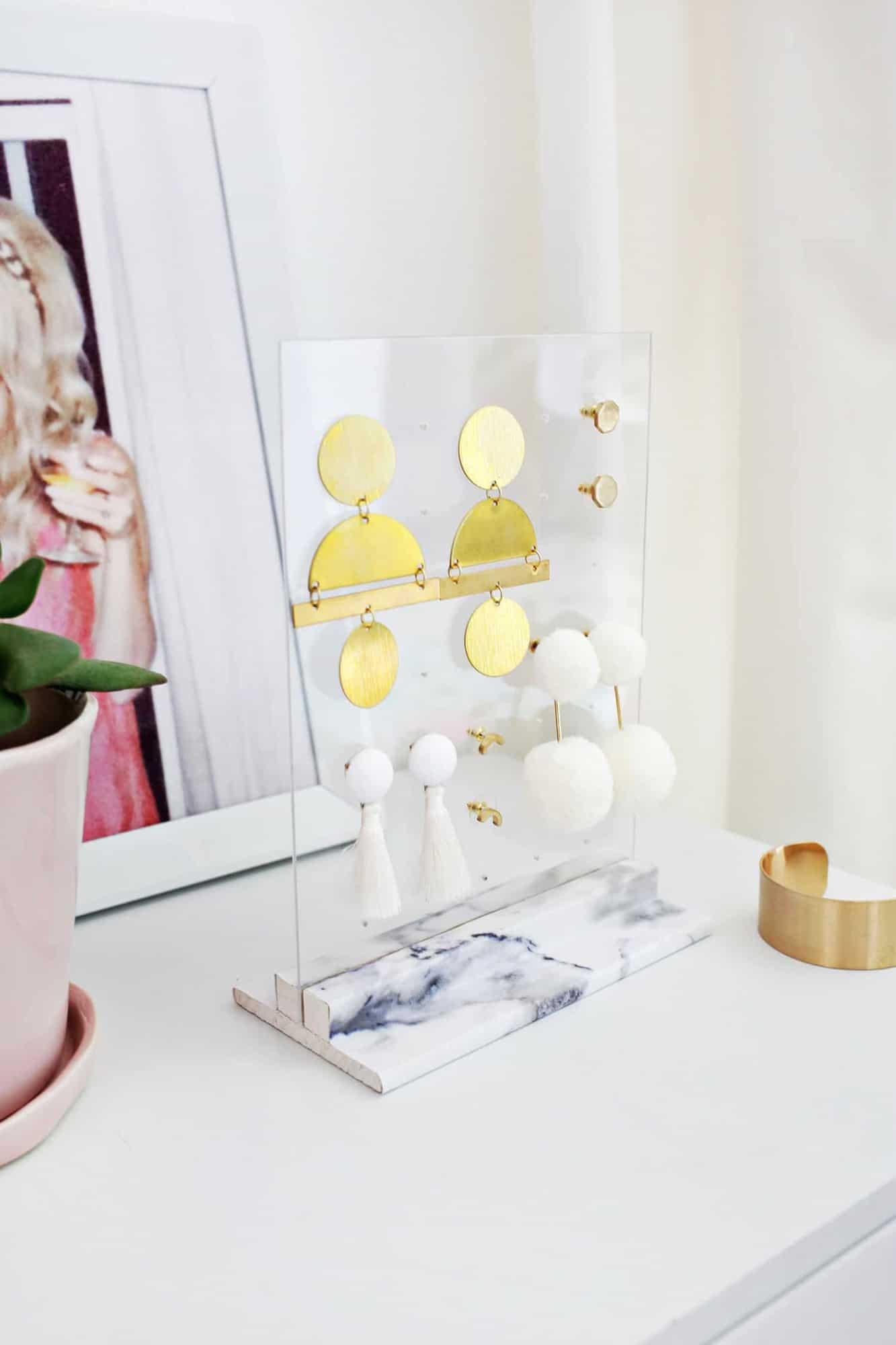 Acrylic earring holder DIY