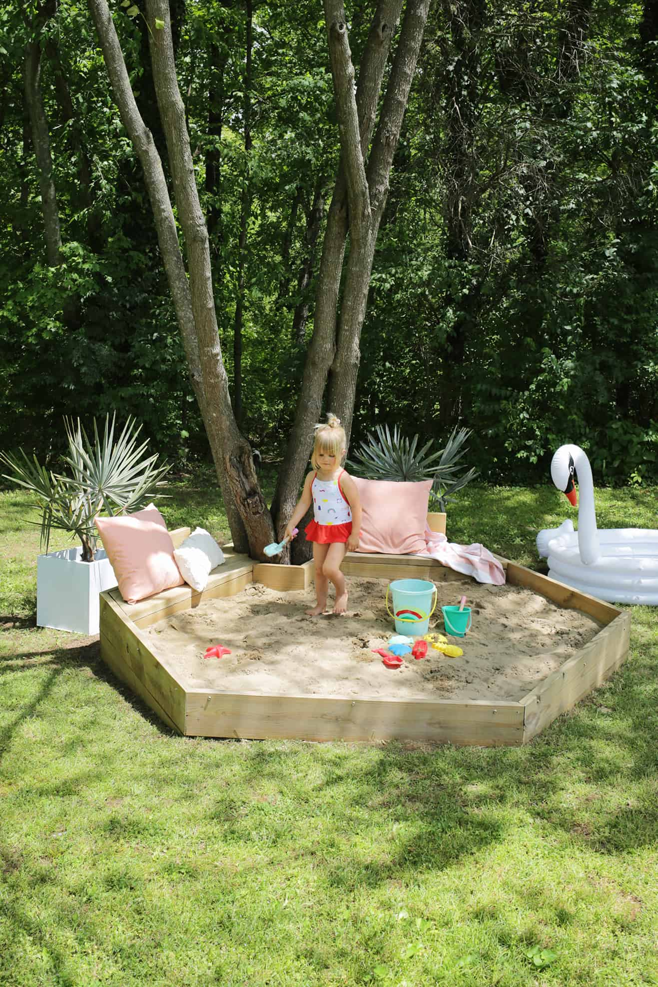 Hexagon Sandbox DIY (With Built-In Benches!)