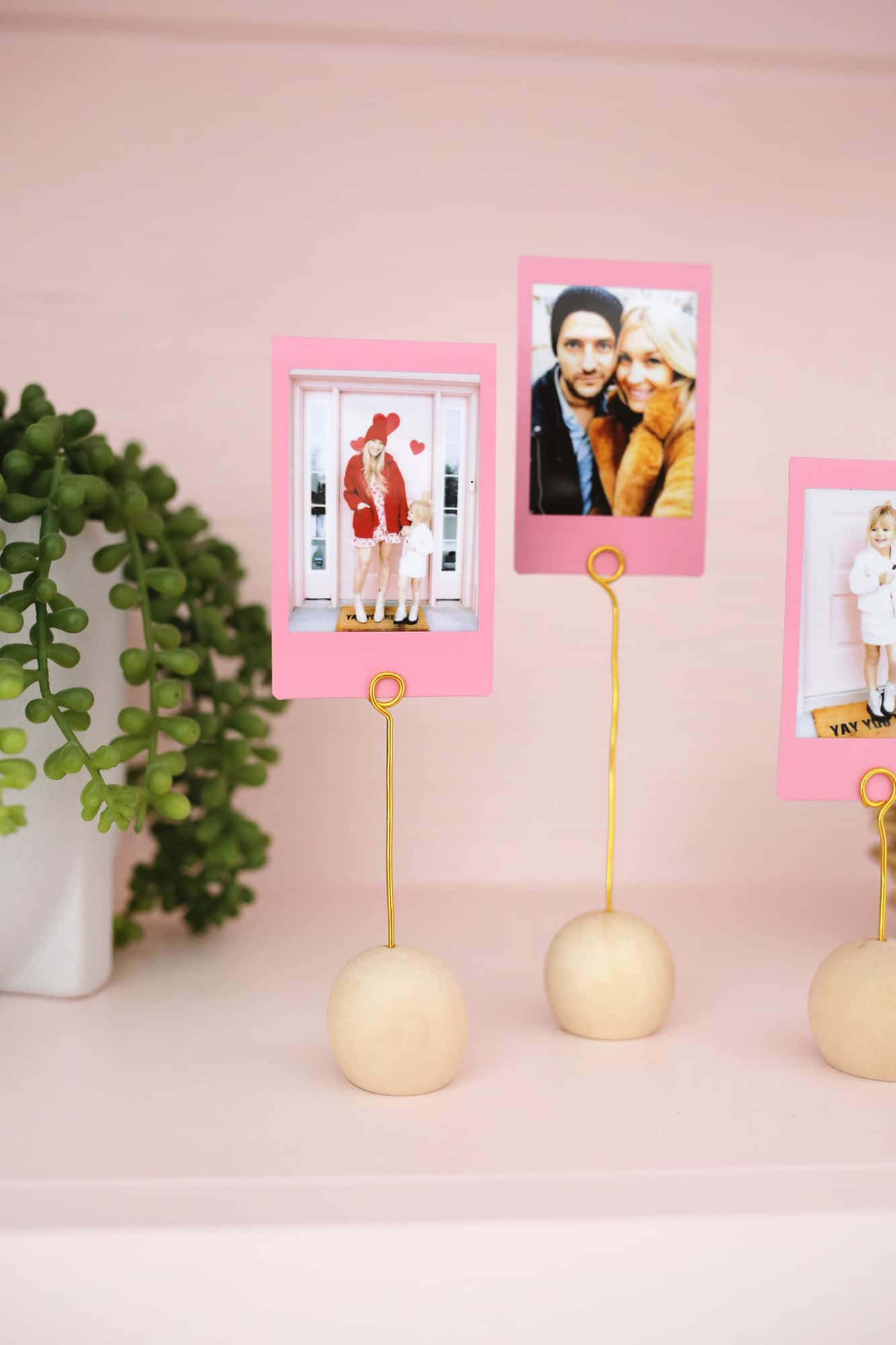 Wooden Ball Photo Holder DIY Only Takes 5 Minutes To Make Click through for tutorial 1 4