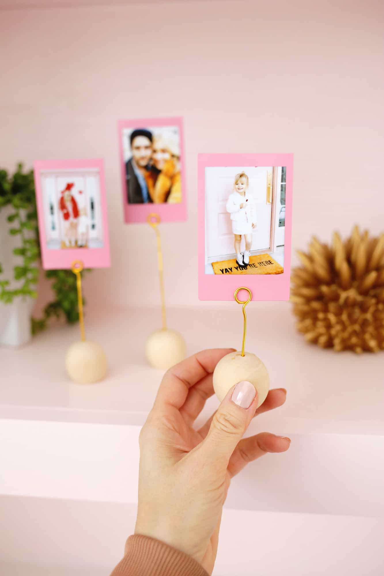 Wooden Ball Photo Holder DIY Only Takes 5 Minutes To Make Click through for tutorial 1 7