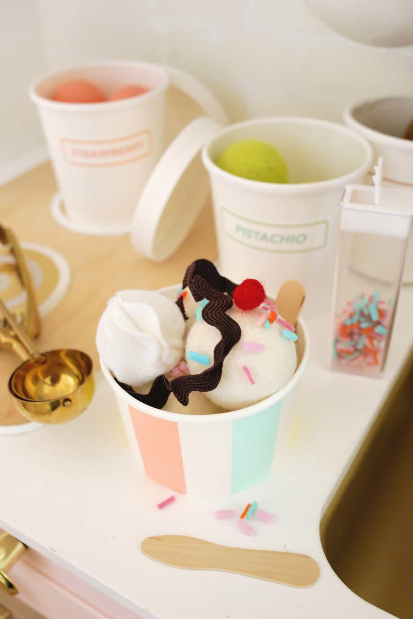 Felt Ice Cream Sundae Toy A No Sew DIY Click through for tutorial 1 5