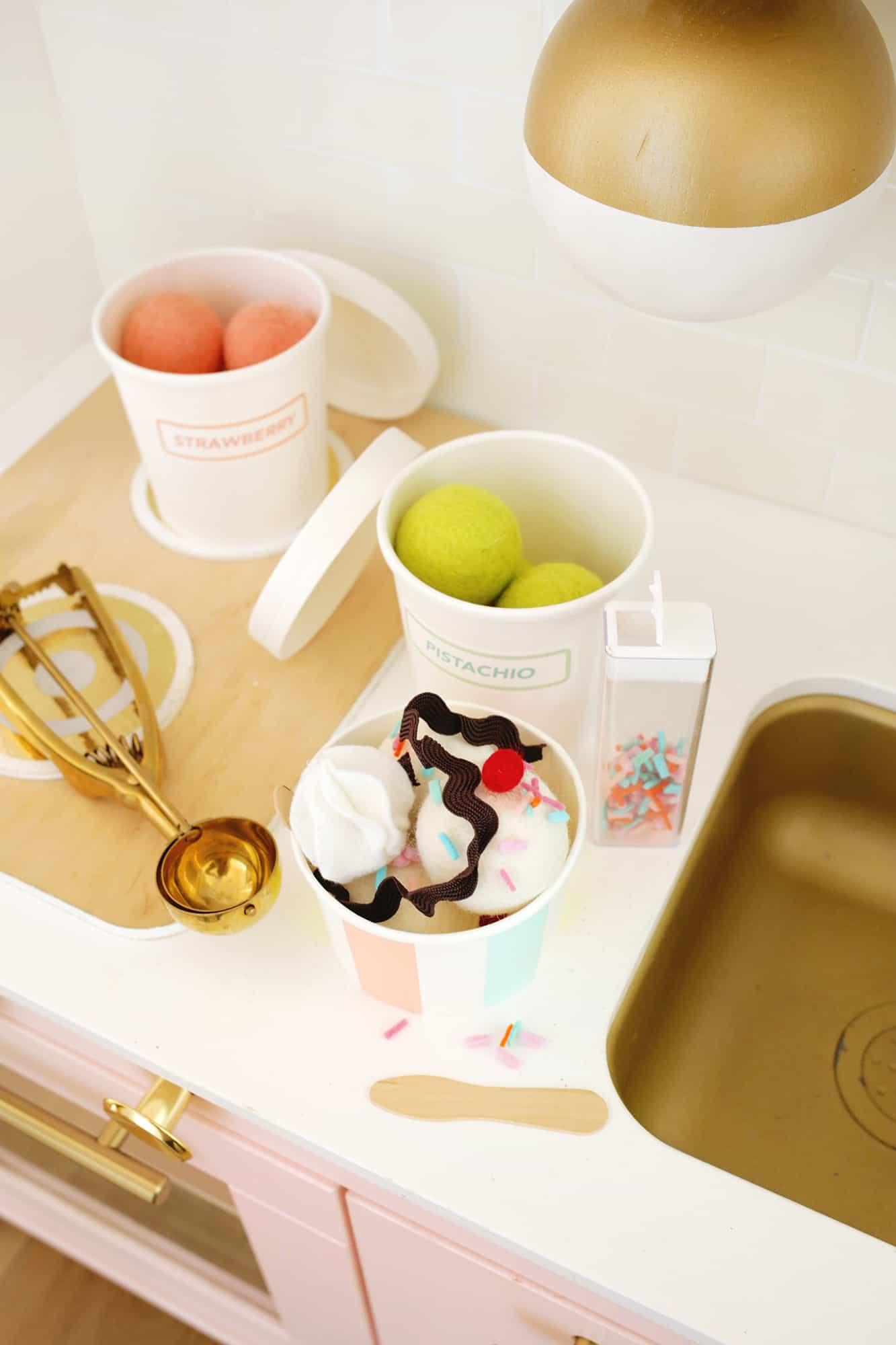 Felt Ice Cream Sundae Toy A No Sew DIY Click through for tutorial 1 9