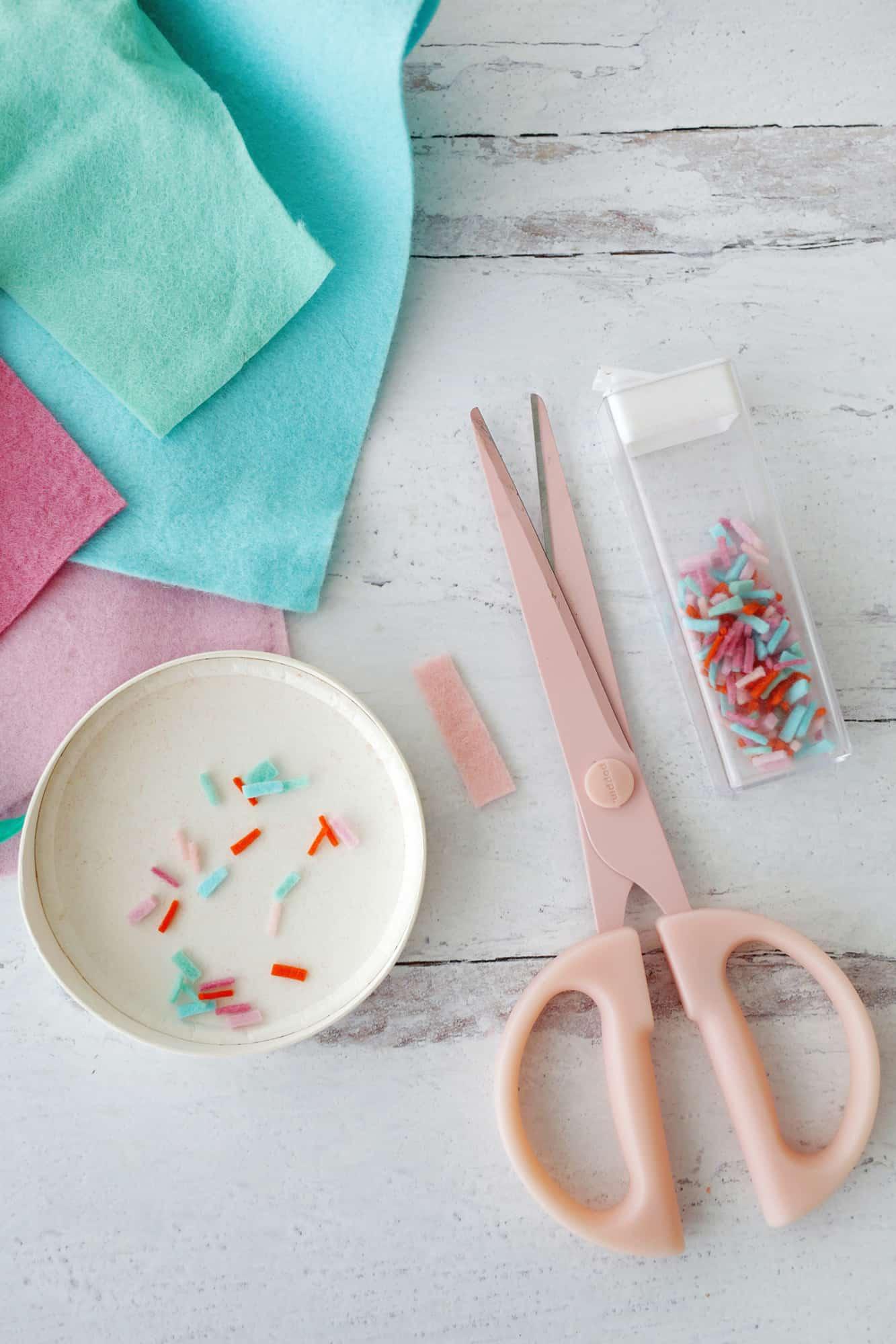 Felt Ice Cream Sundae Toy A No Sew DIY Click through for tutorial