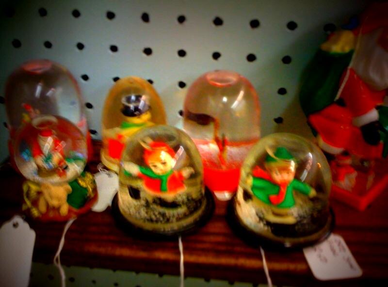 Vintage-snow-globes