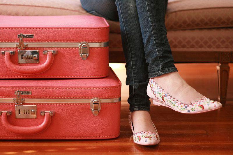 Pink_luggage_vintage