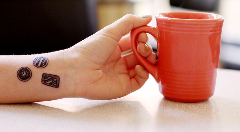 Button tatoo