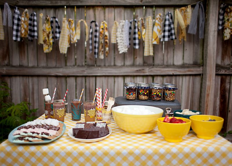 Last week we shared a few recipes from our little backyard bonfire party—we  had so much fun making fancy s'mores and enjoying frozen hot chocolates! - Backyard Bonfire: Trail Mix Party Favors - A Beautiful Mess