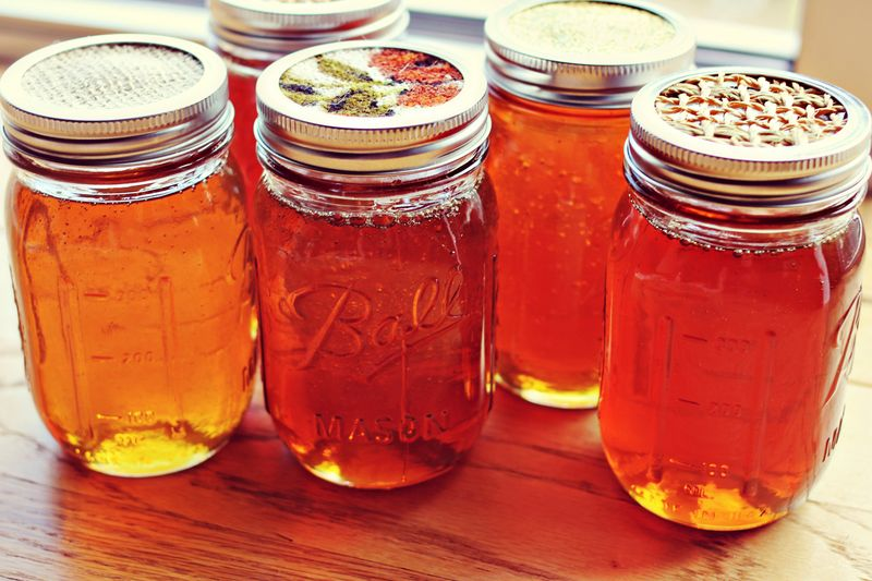 Honey jar tops