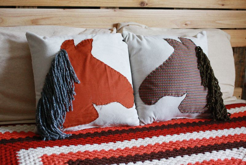 Horse pillow3