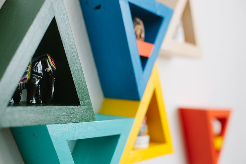 Mini triangle-shelves