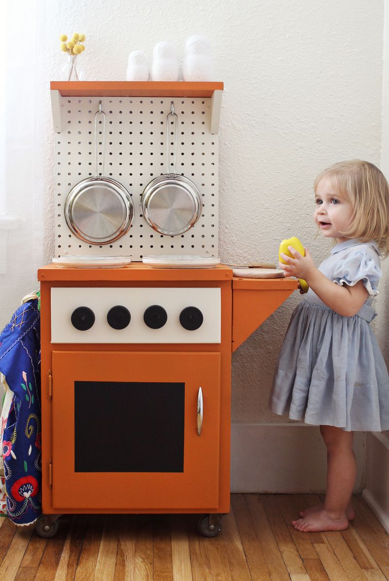 Darling kid's play kitchen