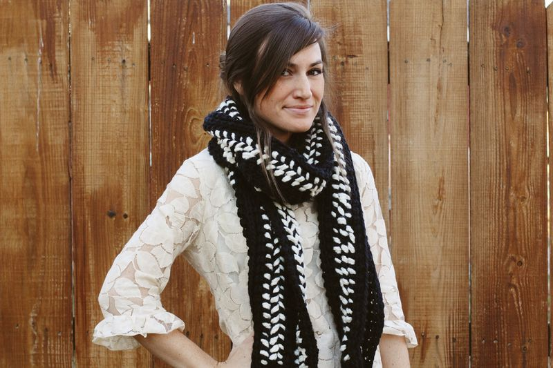Black and white crocheted scarf diy