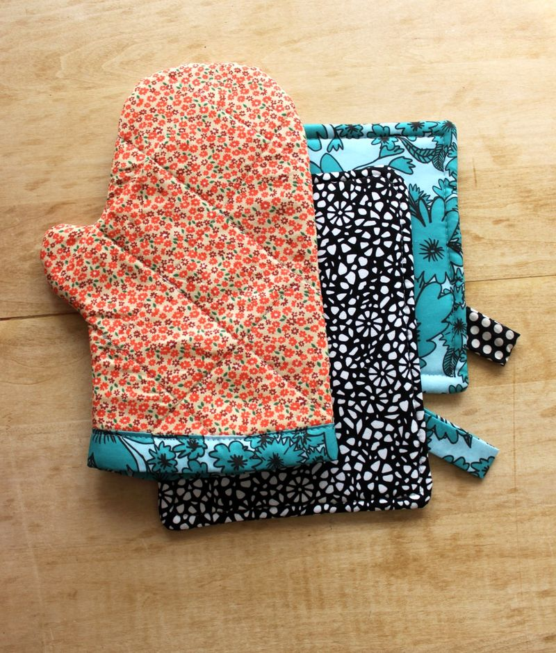 Beau Oven Mitt And Hot Pad DIY