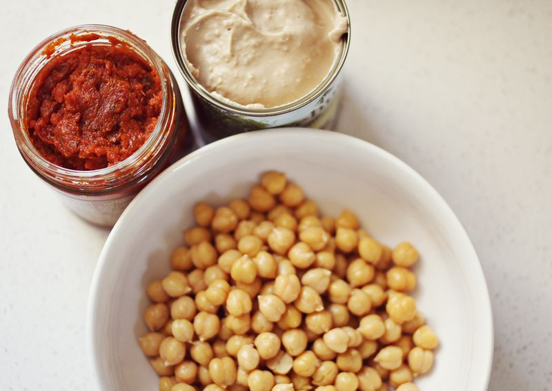 Ingredients for the perfect hummus