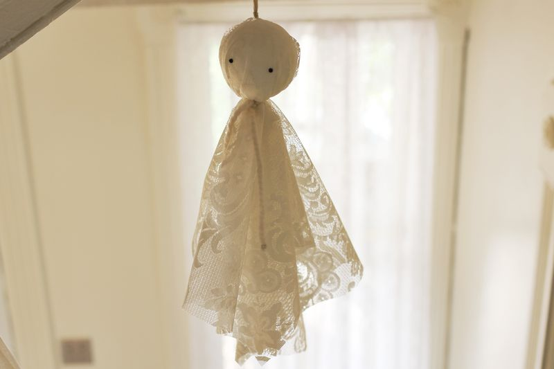 Easy Halloween Ghost DIY