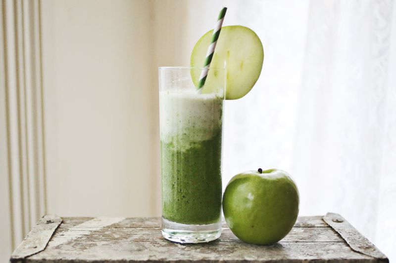 Healthy Green Apple + Spinach Smoothie