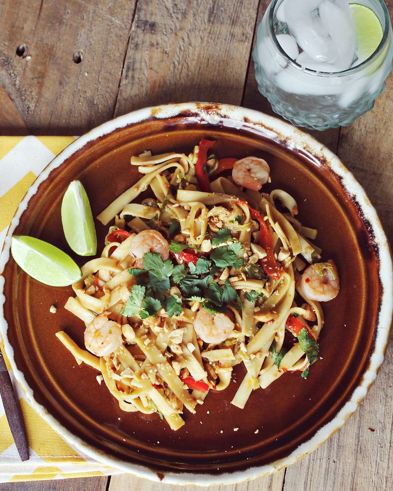 Easy and delicious shrimp pad thai recipe