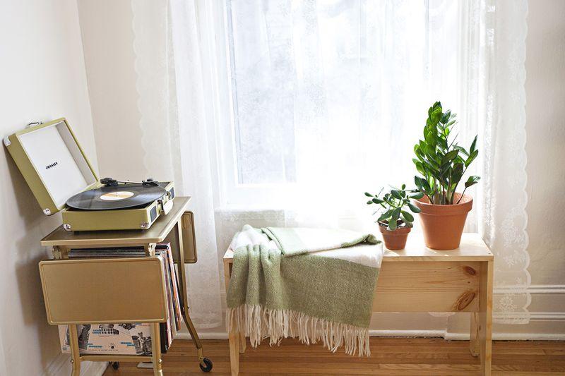A Beautiful Mess living room tour www.abeautifulmess.com
