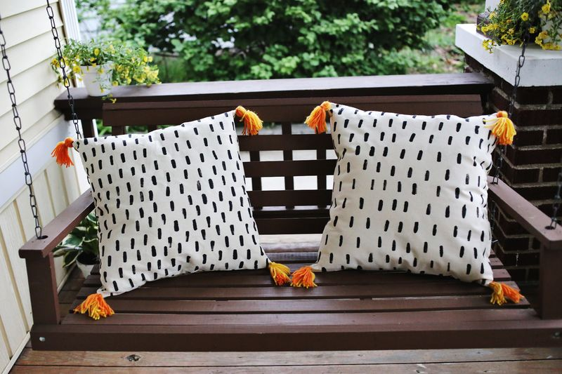 Easiest DIY pillows ever! www.abeautifulmess.com