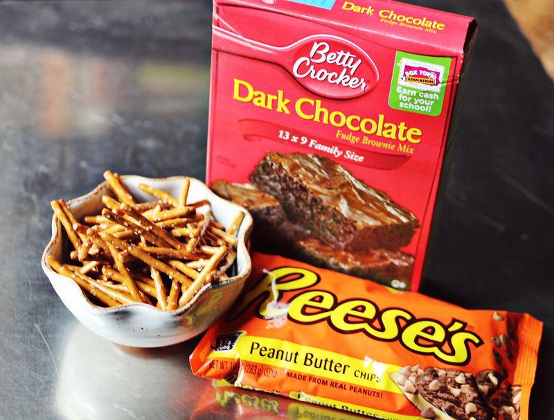 Super easy peanut butter pretzel brownies