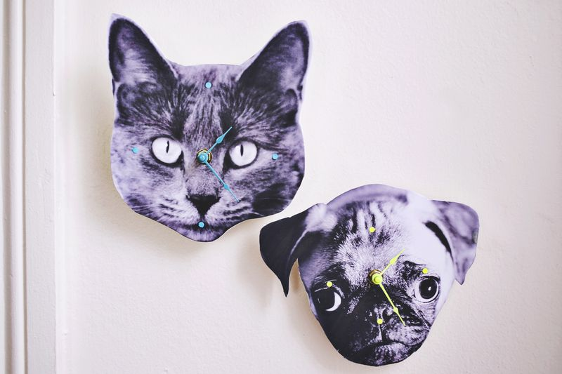 OMG! Make your own clock from any photo! www.abeautifulmess.com