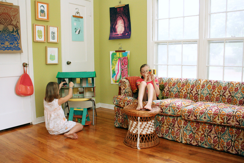 Love the bright walls and mixed patterns
