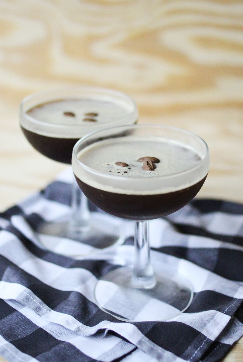 Easy and delicious espresso martini (click through for recipe)