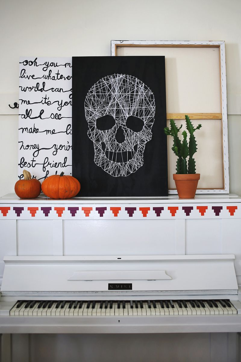 Love this DIY skull string art!! Click though for a photo tutorial!