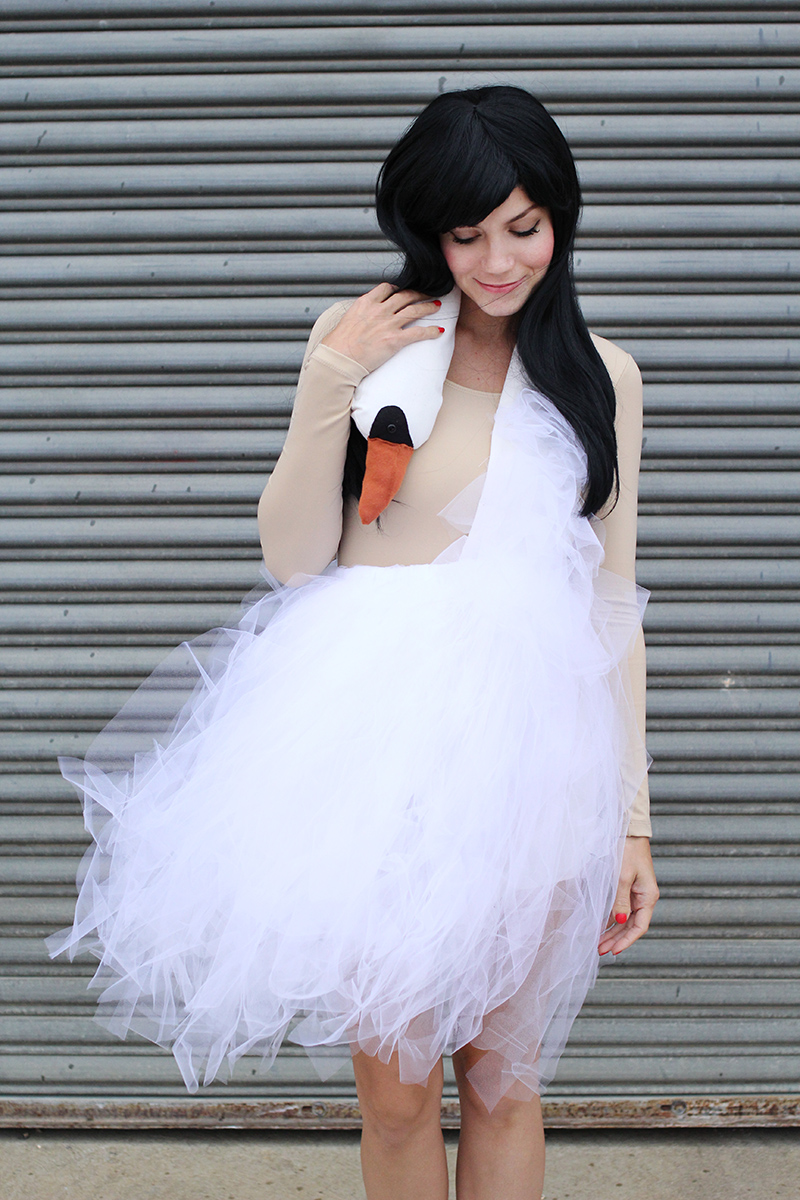 This swan dress is perfect! (click through for full tutorial)