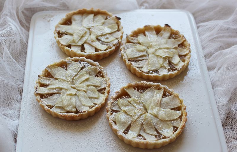 Mini whiskey apple tarts