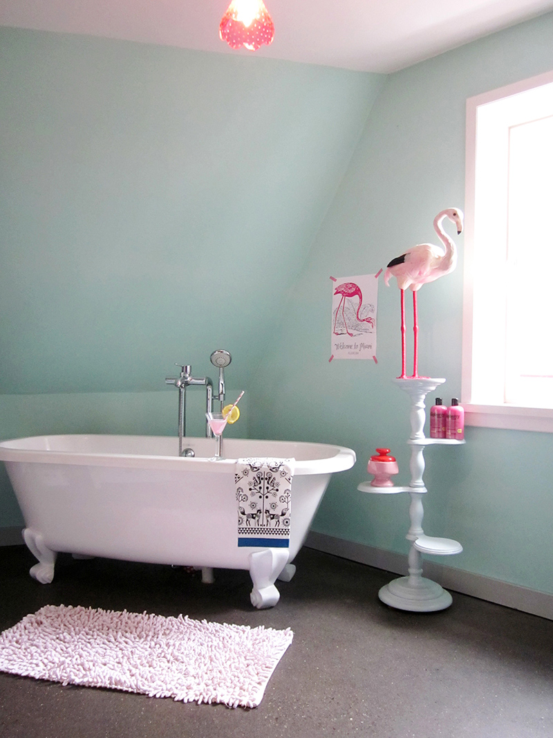 In love with that clawfoot tub!
