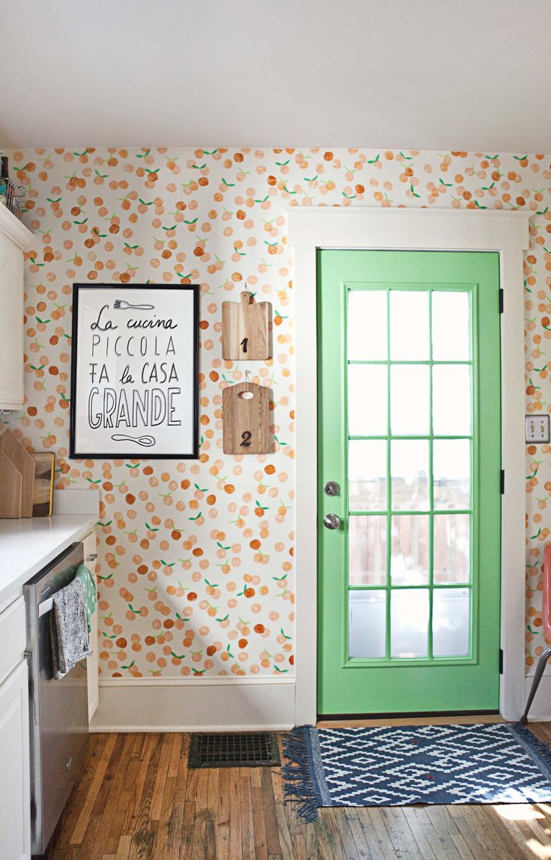 This awesome wallpaper is actually a simple painted DIY! Could be done with any colors