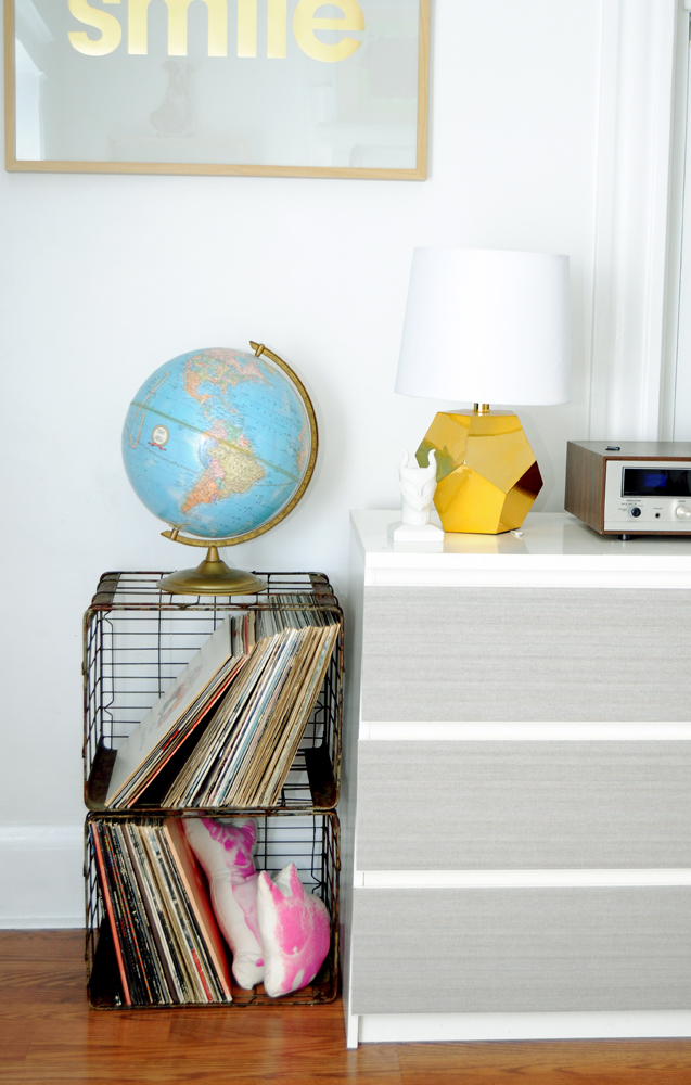 Love that gold lamp!